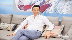 臺灣綜藝圈的主持一哥徐乃麟,認為孝順就是要趁父母健在的時候多陪伴;他感嘆現代人因...
