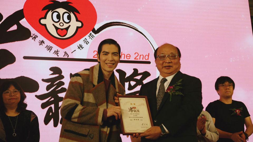 蕭敬騰觀禮孝親獎 頻點頭「親情永遠第一順位」
